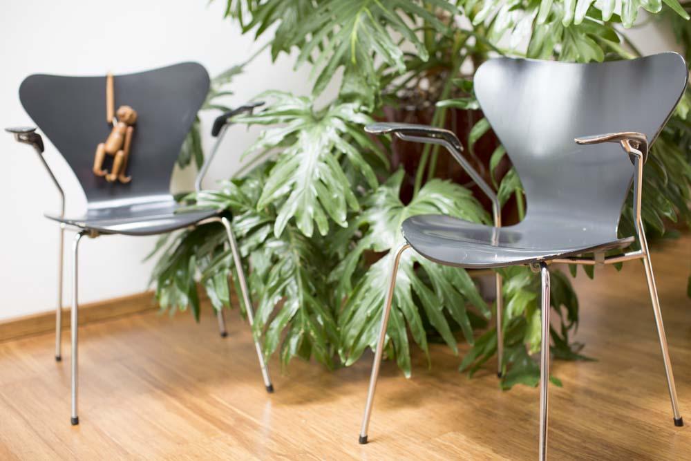 arne-jacobsen2-arne-jacobsen-butterfly-chairs-armrest