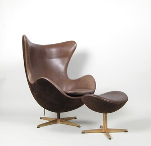 arne-jacobsenarne-jacobsen-lounge-chair-model-egg-chair-3316-anniversary-model-det-gyldne-aeg-ottomane-3127-fritz-hansen-2