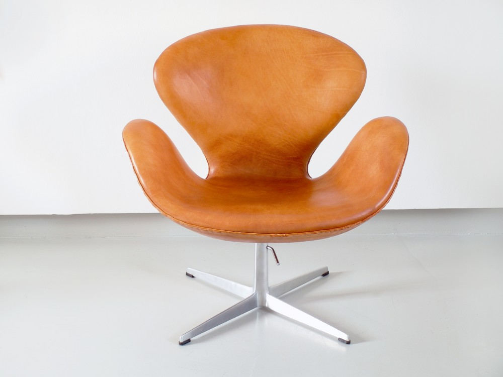 arne-jacobsenearly-swan-chair-arne-jacobsen-1967