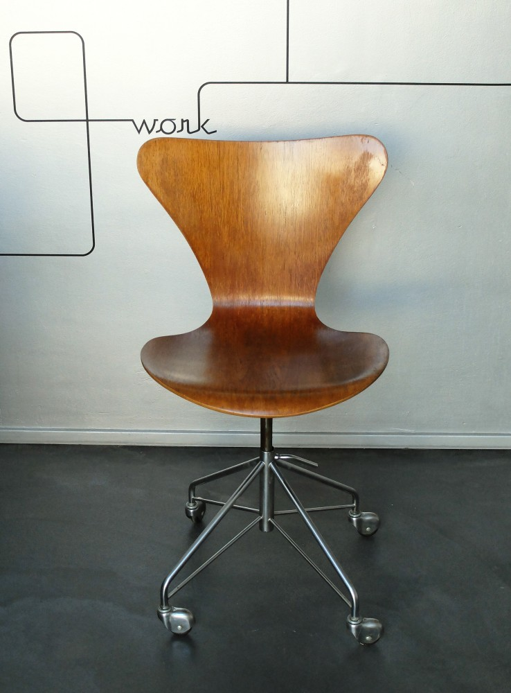 arne-jacobsenvintage-3117-office-swivel-chair-arne-jacobsen-for-fritz-hansen-1969-oak