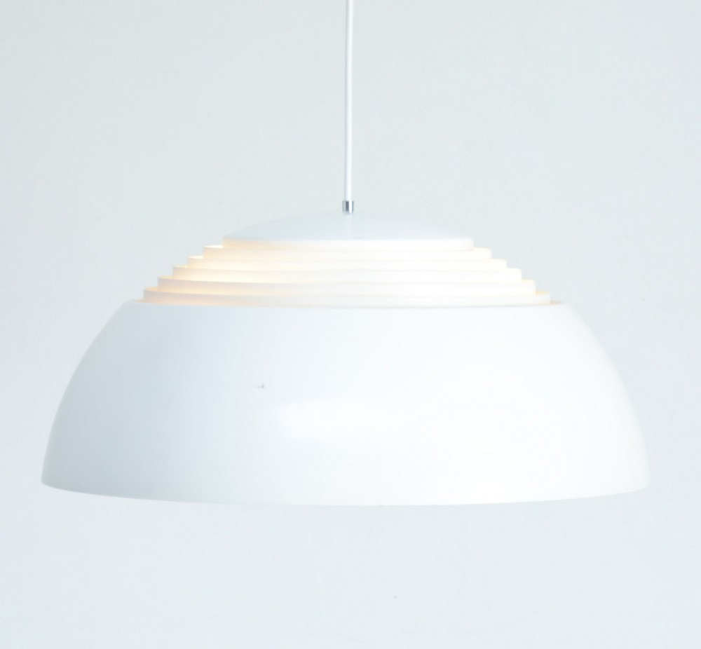 arne-jacobsenwhite-aj-royal-pendant-lamp-arne-jacobsen-for-louis-poulsen