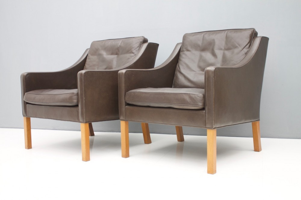 borge-mogensenpair-borge-mogensen-lounge-chairs-2207-chocolate-brown-leather