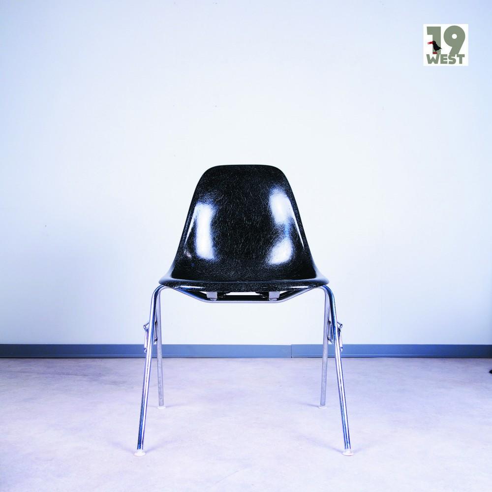 charles-eames-ray-eamestwo-plastic-side-chairs-charles-ray-eames-vitra
