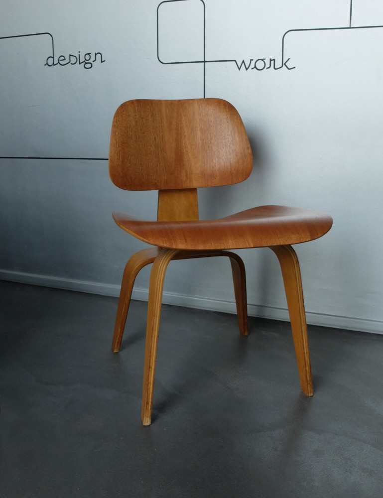 charles-ray-eamesearly-dcw-chair-mahagony-charles-ray-eames-evans-products-company-for-herman-miller-1940s