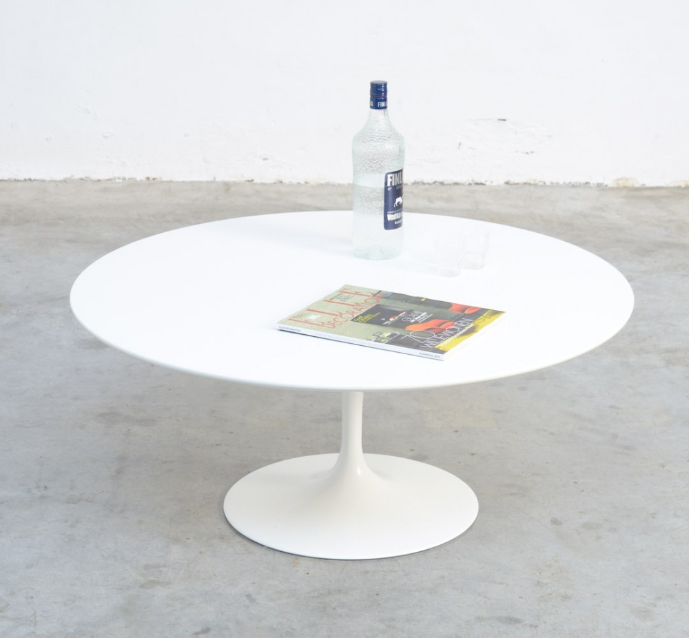 Round white tulip coffee table by Eero Saarinen for Knoll Int