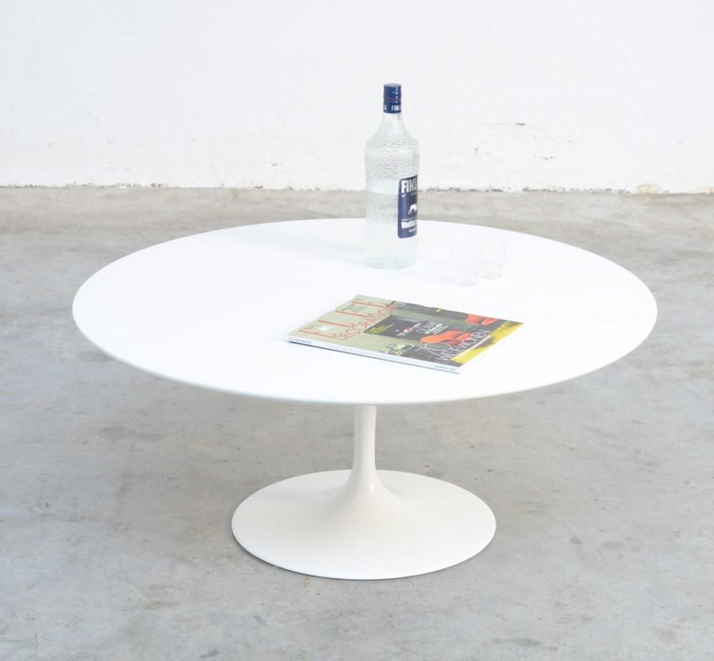 eero-saarinenround-white-tulip-coffee-table-eero-saarinen-for-knoll-int