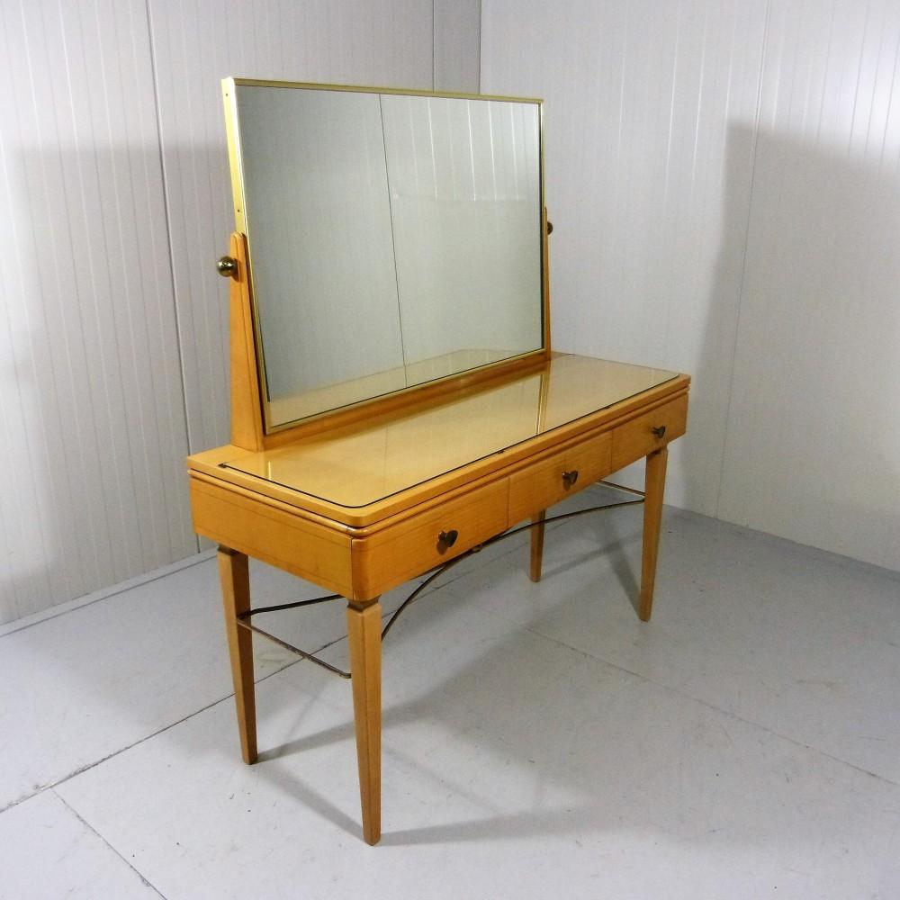 elegant-italian-dressing-table