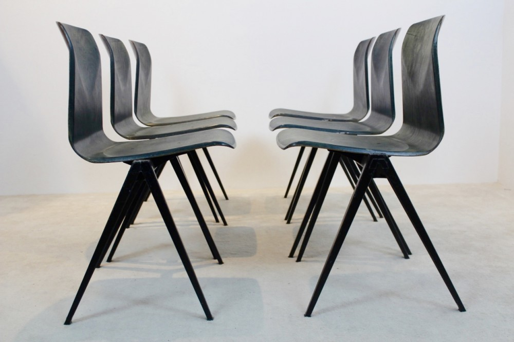 Extraordinary TwoToned Stackable Pagholz Galvanitas S22 Industrial Diner Chairs, 1960s