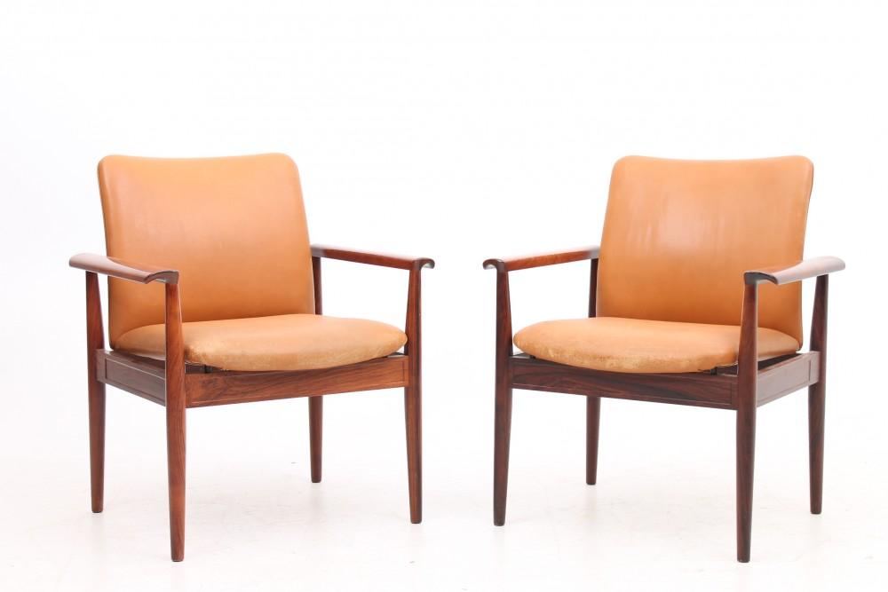 finn-juhlpair-diplomat-armchairs-and-leather-finn-juhl