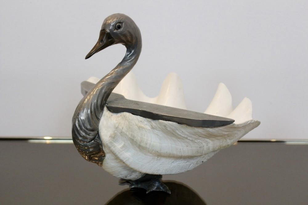 gabriella-binazziitalian-giant-clamshell-swan-gabriella-binazzi