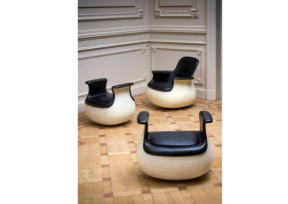 marc-heldarmchair-and-two-footrests-culbuto-marc-held