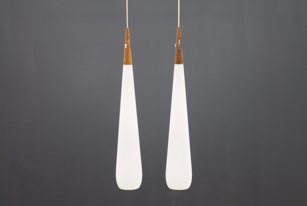pair-drop-pendant-lamp-uno-osten-kristiansson-for-luxus-sweden