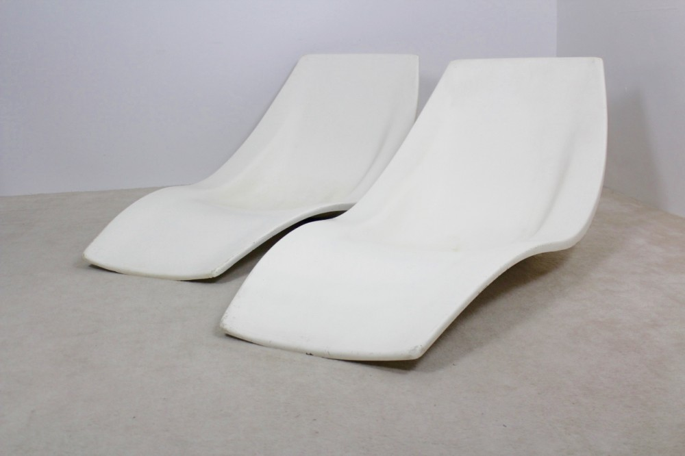 pair-original-french-1960s-polyester-patio-or-pool-side-chaise-lounge-chairs