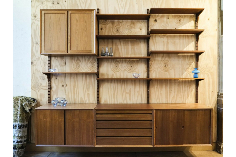 CADO wall system in teak by Poul Cadovius