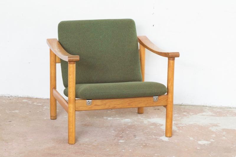 hans-wegner-easy-chair-oak-and-fabric-hans-wegner-for-getama
