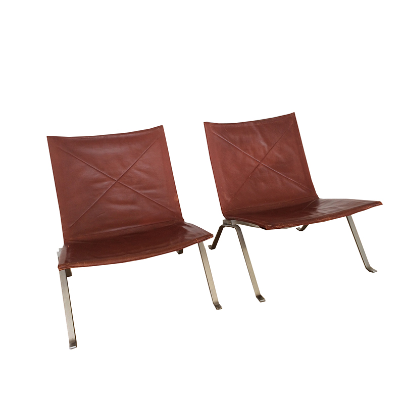 Set of 2 Poul Kjaerholm (PK22) lounge chairs