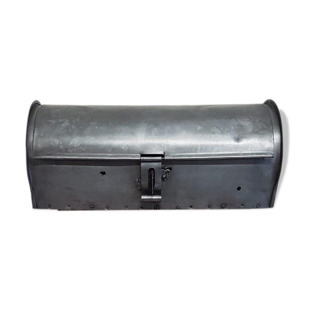 Caisse en métal bombée