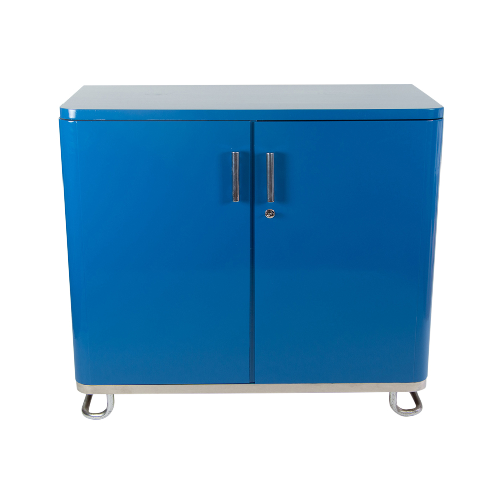 Bauhaus closet in blue