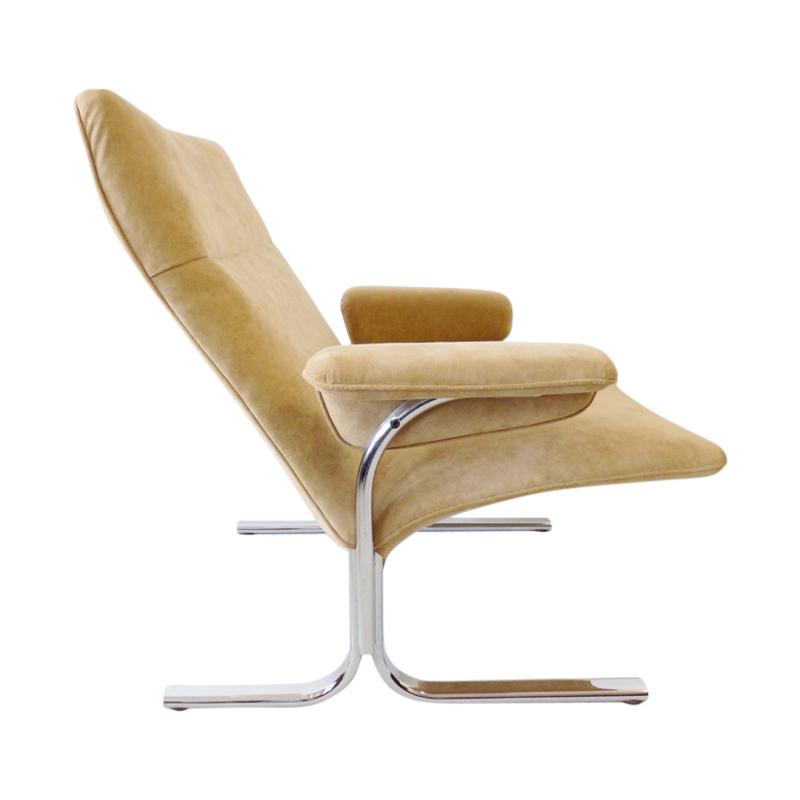 De Sede DS2030 lowback beige alcantara lounge chair by Hans Eichenberger
