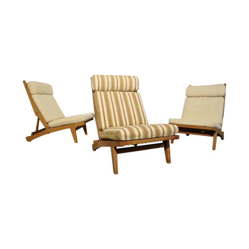 Rare solid oak lounge chairs by Hans J. Wegner for AP Stolen, Denmark 1960s