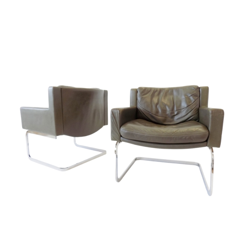 De Sede RH 201 pair of olive green leather armchairs by Robert Haussmann