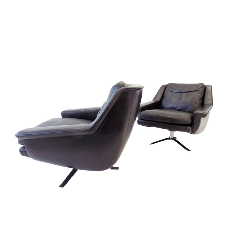 ESA model 802 pair of black leather lounge chairs by Werner Langenfeld