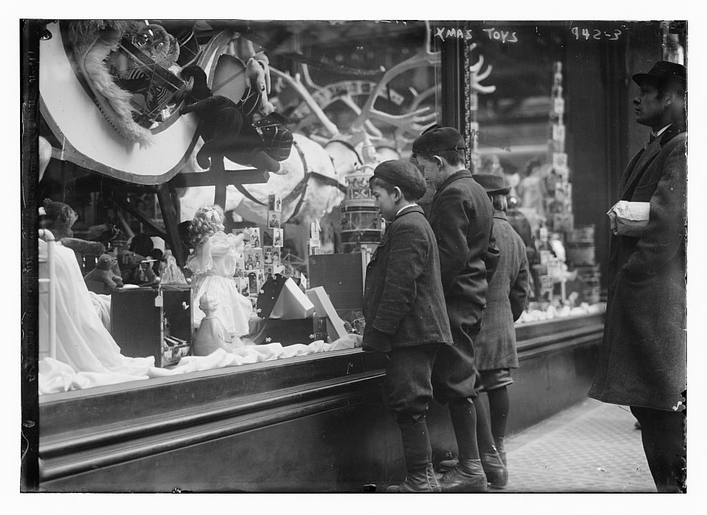 Kids shopping window vintage slow old times