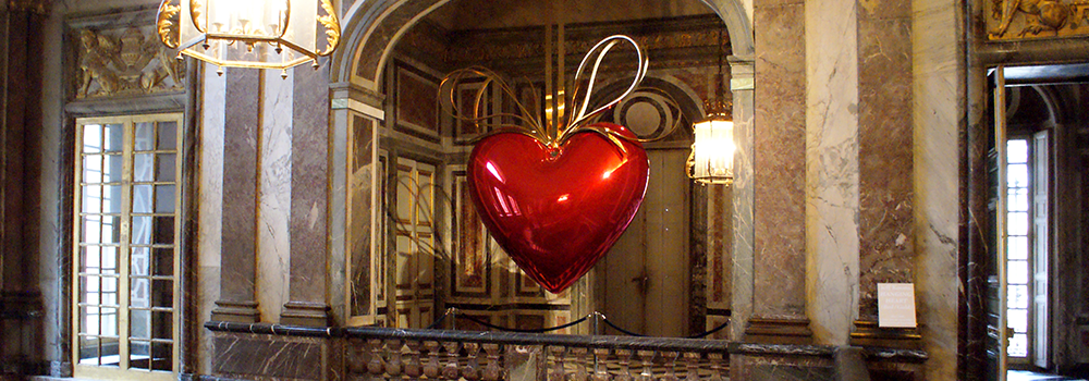 Hanging Heart by Jeff Koons at Versailles