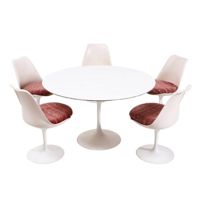 Eero Saarinen Tulip dining chair